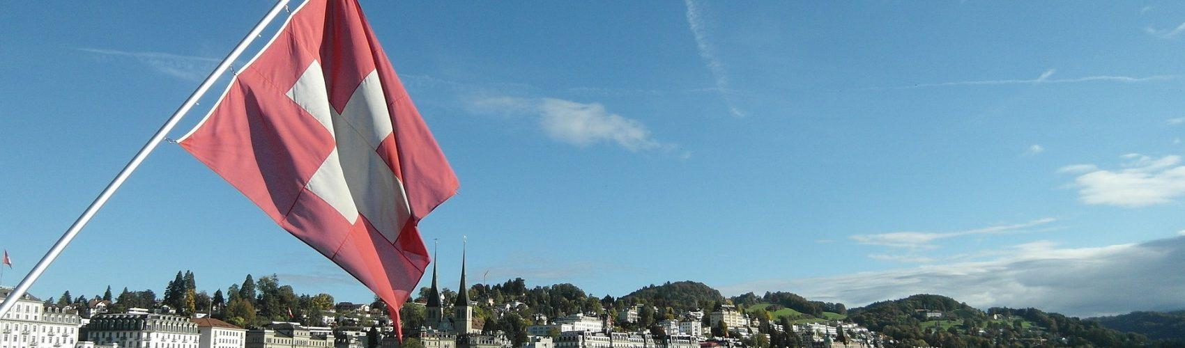 Lucerne-Lake Lucerne Region- Swiss Flag-beskåret